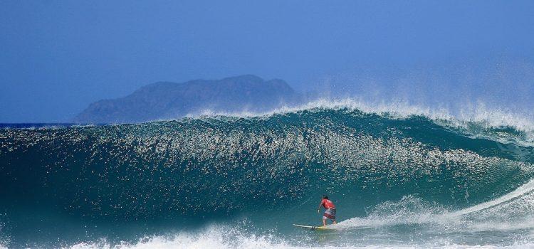 Ernesto Zambrana Tabla Surfing Puerto Rico ola