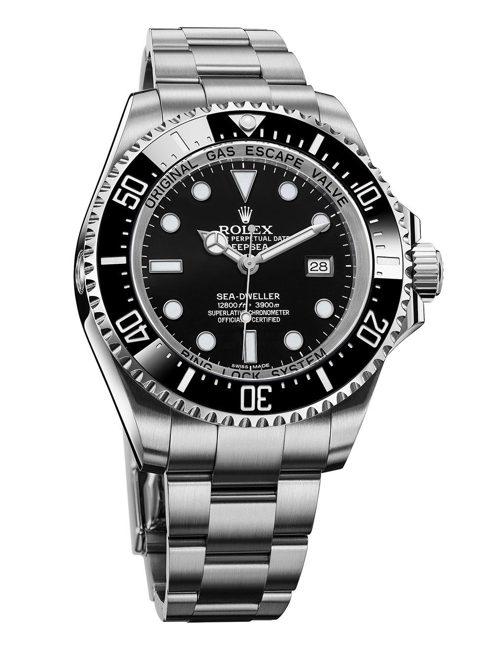 KURY Alta Relojeria in Plaza las Americas carries elegant timepieces like Rolex and Breitling.