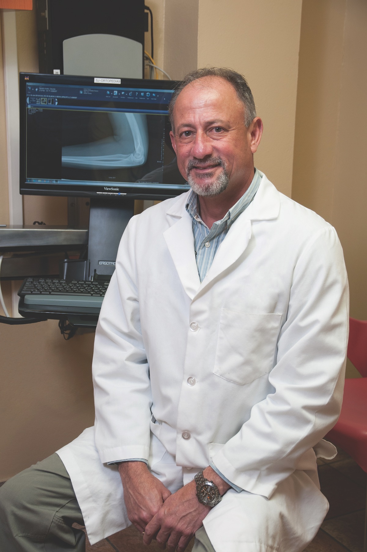 Dr. Jose A. Collazo, specialist in pediatric orthopedics with practice at San Jorge Children's Hospital and the Mennonite Health System.
